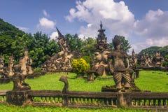26 de setembro de 2014: As estátuas de pedra budistas na Buda estacionam, Laos Imagem de Stock Royalty Free