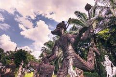 26 de setembro de 2014: As estátuas de pedra budistas na Buda estacionam, Laos Fotos de Stock Royalty Free