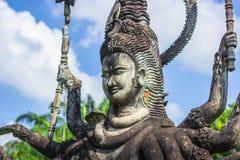 26 de setembro de 2014: As estátuas de pedra budistas na Buda estacionam, Laos Fotografia de Stock