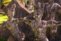 26 de setembro de 2014: As estátuas de pedra budistas na Buda estacionam, Laos Foto de Stock