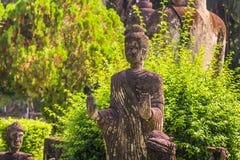26 de setembro de 2014: Estátua de pedra budista no parque da Buda, Laos Fotografia de Stock