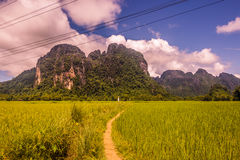 23 de setembro de 2014: Estrada à lagoa azul em Vang Vieng, Laos Imagens de Stock