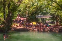 23 de setembro de 2014: Lagoa azul em Vang Vieng, Laos Imagens de Stock