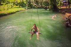 23 de setembro de 2014: Lagoa azul em Vang Vieng, Laos Imagens de Stock Royalty Free