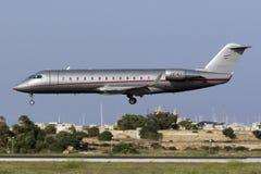 4 de setembro de 2015, Luqa, Malta: Aterrissagem de CRJ Fotos de Stock Royalty Free