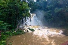 21 de setembro de 2014: O parque de Kuang Si Waterfalls, Laos Imagens de Stock