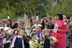 1º de setembro, dia do conhecimento na escola do russo Fotos de Stock