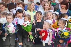 1º de setembro, dia do conhecimento na escola do russo Dia do conhecimento Primeiro dia da escola Imagens de Stock Royalty Free