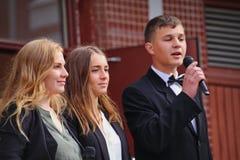 1º de setembro, dia do conhecimento na escola do russo Dia do conhecimento Primeiro dia da escola Fotografia de Stock Royalty Free