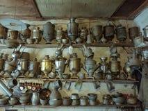 17 de setembro de 2017; Lahic, Azerbaijão - interior de uma loja antiga fotografia de stock royalty free