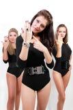 De sexy dames van het trio in zwarte lichaamskostuums stock foto