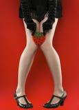 De sexy lange benen van de vrouw over rood Stock Afbeeldingen