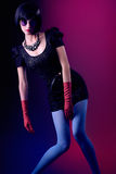 De sexy slanke donkerbruine vrouw van de schoonheidsmanier ongebruikelijk Stock Foto