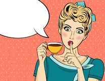 De sexy vrouw van het blondepop-art met koffiekop royalty-vrije stock afbeelding