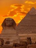 De sfinx en de Grote Piramide Stock Afbeeldingen