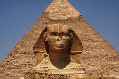 De sfinx en de Piramide in Egypte Stock Foto's