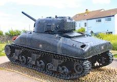 De Sherman-tank bij Slapton-zand in Devon Het was gedaald in actie tijdens Oefeningstijger die een repetitie voor de D-dag was stock foto