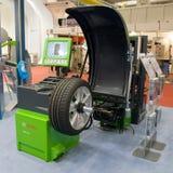 De Show van de Motor van Genève 2009 - de in evenwicht brengende machine van het Wiel Stock Foto