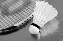 De shuttle en de racket van het badminton Stock Afbeelding