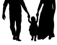 De silhouetfamilie met baby gaat door de wapens, benen Stock Foto's
