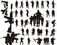 De silhouetten en de wapens van de militair Stock Foto