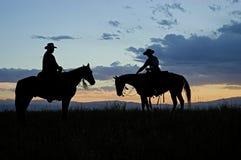 De silhouetten van de cowboy Stock Afbeeldingen