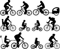 De silhouetten van fietsers Royalty-vrije Stock Afbeeldingen
