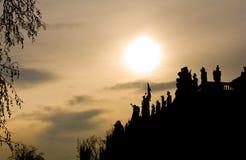 De Silhouetten van het standbeeld stock foto