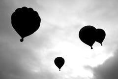 De silhouetten van hete luchtballons Stock Afbeeldingen