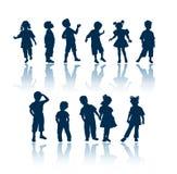 De silhouetten van jonge geitjes Royalty-vrije Stock Fotografie