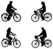 De silhouetten van stadsfietsers Stock Fotografie