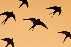 De silhouetten van velen slikt royalty-vrije illustratie