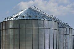 De silo's van het metaal Stock Afbeeldingen