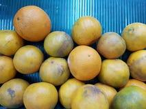 De sinaasappel is een fruit voor het worshiping van de beelden van Boedha en heilige dingen van Chinese afdaling ter gelegenheid  stock foto's