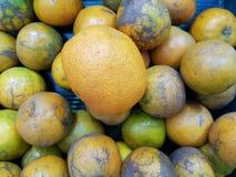 De sinaasappel is een fruit voor het worshiping van de beelden van Boedha en heilige dingen van Chinese afdaling ter gelegenheid  royalty-vrije stock foto's
