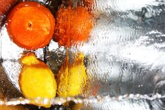 De sinaasappel en de citroen zijn hier zulk een paar dat hij die zij Royalty-vrije Stock Afbeeldingen