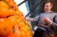 De Sinaasappel van de Opslag van de kruidenierswinkel Stock Foto's