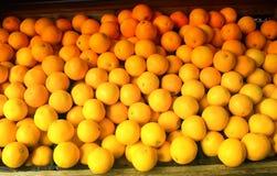 De sinaasappelen op de markt Royalty-vrije Stock Foto