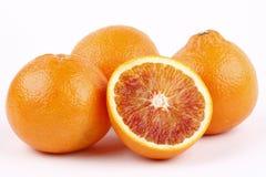 De sinaasappelen van het bloed op wit Stock Afbeeldingen