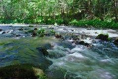 De sioulerivier in Auvergne stock afbeeldingen