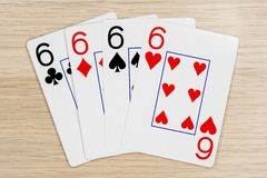 4 de sixes buenos 6 - casino que juega tarjetas del póker imagenes de archivo