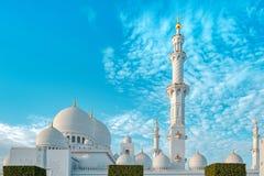 De sjeik zayed moskeebuitenkant stock afbeeldingen