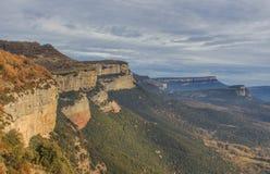 De skarpa bergen är autentiska balkonger i natur Arkivfoto