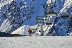 De skiërs op ski hellen in Ischgl, Oostenrijk Stock Afbeeldingen