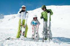 De skiteam van de familie Royalty-vrije Stock Afbeelding
