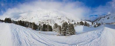 De skitoevlucht Obergurgl Oostenrijk van de berg Stock Foto's