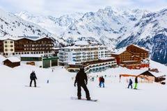De skitoevlucht Solden Oostenrijk van bergen Stock Foto's
