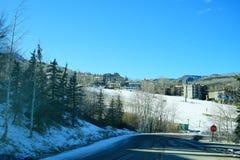 De skitoevlucht van de sneeuwmassa Royalty-vrije Stock Afbeeldingen