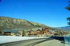 De skitoevlucht van de sneeuwmassa Stock Foto