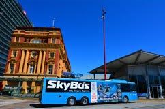 De SkyBus terminal de transbordadores de Auckland del lado hacia fuera Nueva Zelanda Imagen de archivo libre de regalías